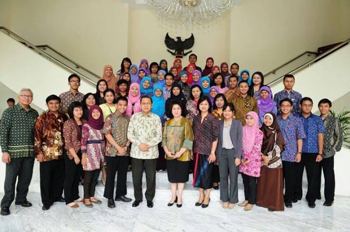 Salah satu pendiri IFL Lampung yang berfoto dengan wakil Presiden RI, Budiono